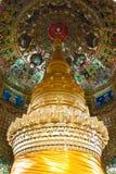 Arte tailandesa do estilo no teto no pagode, Tailândia. imagens de stock royalty free
