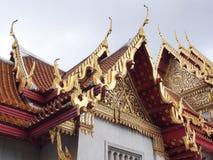 Arte tailandesa do telhado do templo de mármore Fotografia de Stock Royalty Free