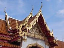 Arte tailandesa do telhado do templo de mármore Imagem de Stock