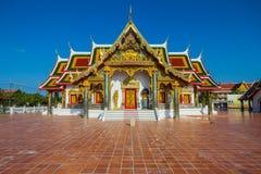Arte tailandesa do templo decorada na igreja budista fotografia de stock royalty free