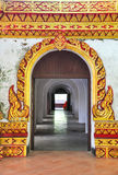 Arte tailandesa na porta do templo velho Imagens de Stock
