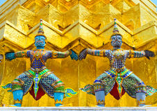 Arte tailandesa no templo de Wat Phra Kaew, em Tailândia. Fotografia de Stock