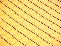 Arte tailandese sulla chiesa del tetto nell'ambito di sole Fotografia Stock Libera da Diritti