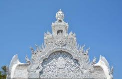 Arte tailandese tradizionale di stile dello stucco sul tetto della colonna, Nan fotografia stock