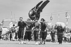 Arte tradicional do Sundanese e grupo da cultura no festival aéreo 2017 de bandung fotos de stock royalty free