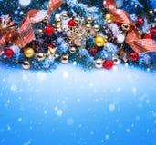 Arte una tarjeta de felicitación azul de la Navidad Imagen de archivo