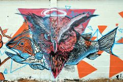 Arte urbano búho y pescados Fotos de archivo libres de regalías