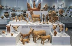 Artefacten tijdens archeologische uitgravingen in Agia Triada, een Minoan-regeling in Griekenland in het Zuiden van Kreta worden  stock afbeeldingen