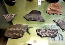 Artefactos de los cascos de la cerámica del lago Neuchatel Suiza Foto de archivo