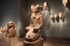 Artefakty i statuy od Antycznego Egipt przy Wielkomiejskim muzeum sztuki zdjęcia stock