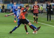 Artem发电机Kyiv Biesedin与与Serhiy Kryvtsov的球战斗 库存图片
