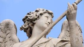 Artemis Dreaming-close-up op brug van Engelen in de stad van Rome stock footage