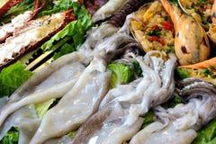 Arten von Fischen und von Meeresfrüchten für Toast Stockfoto