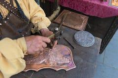 Artesão que afeta o cobre foto de stock royalty free