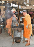 Artesões da forja na feira medieval Imagem de Stock