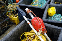 Artes de pesca en cajones en el puerto de Mudeford, Dorset Imágenes de archivo libres de regalías