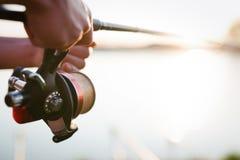 Artes de pesca - línea de giro, de la pesca y equipo de deportes Fotos de archivo