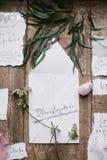 Artes gráficos de las tarjetas hermosas de la caligrafía de la boda con la flor y la piedra mineral Imagen de archivo