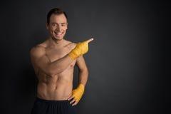 Artes marciais do treinamento, olhando afastado Fotos de Stock