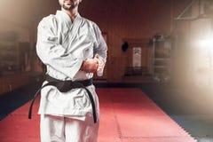 Artes marciais, lutador no quimono branco, cinturão negro Imagem de Stock Royalty Free