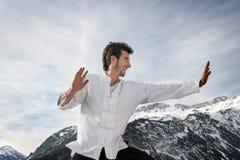 Artes marciais praticando do homem Fotos de Stock Royalty Free