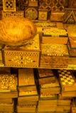 Artes tradicionales en mercado marroquí Fotos de archivo libres de regalías