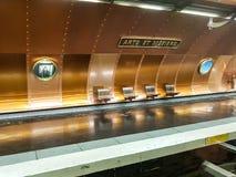 Artes y estación de metro de los Metiers imagenes de archivo