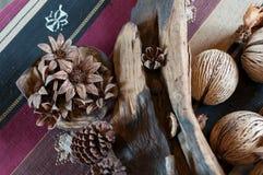 Artesanía de la cáscara de la semilla y de productos naturales Foto de archivo libre de regalías