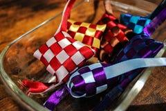 Artesanías hechas a mano de las cintas coloridas en forma del ketupat imágenes de archivo libres de regalías