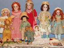 artesanías Muñecas antiguas en la 5ta exposición internacional de Moscú del arte cobrable de las muñecas de muñecas Fotos de archivo