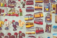Artesanatos coloridos Lisboa Portugal das lembranças dos ímãs dos azulejos Imagem de Stock Royalty Free