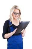 Artesano/artesana de sexo femenino con la tableta digital Imágenes de archivo libres de regalías