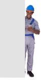 Artesano de sexo masculino con la tarjeta en blanco Imagen de archivo libre de regalías