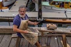 Artesano que hace el trabajo de la carpintería fotografía de archivo libre de regalías