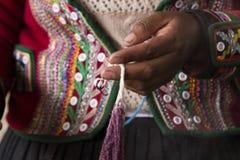 Artesany peruano en Chincheros foto de archivo