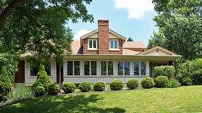 Artesão Style House com arbustos Imagens de Stock