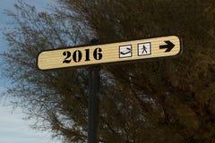 Artesone por el Año Nuevo 2016, debajo del cielo azul Fotografía de archivo