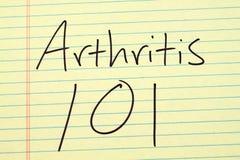 Arthritis 101 auf einem gelben Kanzleibogenblock Lizenzfreie Stockbilder