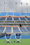 Arthur Ashe Stadium in Billie Jean King National Tennis Center klaar voor US Opentoernooien Stock Afbeeldingen
