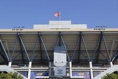Arthur Ashe Stadium en Billie Jean King National Tennis Center lista para el torneo del US Open Fotos de archivo libres de regalías