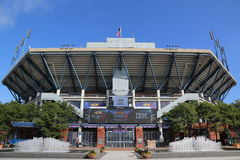 Arthur Ashe Stadium en Billie Jean King National Tennis Center lista para el torneo del US Open Imágenes de archivo libres de regalías