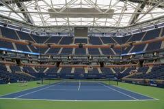 Arthur Ashe Stadium met gebeëindigd intrekbaar dak in Billie Jean King National Tennis Center klaar voor US Open 2017 royalty-vrije stock foto's