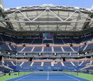 Arthur Ashe Stadium met gebeëindigd intrekbaar dak in Billie Jean King National Tennis Center klaar voor US Open 2017 royalty-vrije stock fotografie