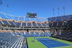 Arthur Ashe Stadium på Billie Jean King National Tennis Center som är klar för US Openturnering Arkivfoto