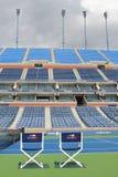 Arthur Ashe Stadium på Billie Jean King National Tennis Center som är klar för US Openturnering Arkivbilder