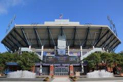 Arthur Ashe Stadium på Billie Jean King National Tennis Center som är klar för US Openturnering Royaltyfria Bilder