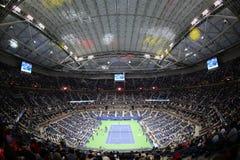Arthur Ashe Stadium på Billie Jean King National Tennis Center under US Open 2017 för nattperiod royaltyfria bilder