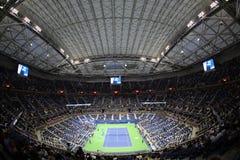 Arthur Ashe stadium przy Billie Cajgowego królewiątka tenisa Krajowym centrum podczas nocy sesi us open 2017 zdjęcie stock
