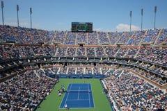 Arthur Ashe Stadium under match för US Openmansemifinal mellan Novak Djokovic och Kei Nishikori royaltyfria foton