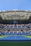 Arthur Ashe stadium z skończonym wciąganym dachem przy Billie Cajgowego królewiątka tenisa Krajowym centrum przygotowywającym dla obraz royalty free